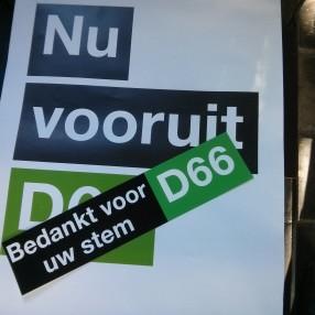 sticker 'Bedankt voor uw stem' op D66-poster
